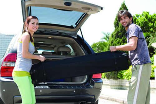 Složený párty stan se bez problémů vleze do kufru automobilu