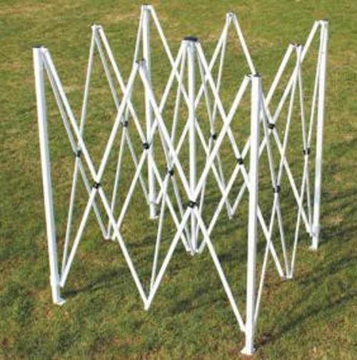 Jednoduše sestavitelná konstrukce nůžkového párty stanu 3x3 m