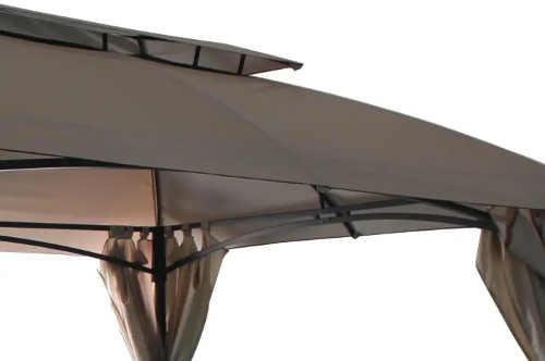 Díra ve střeše altánu zabraňuje vzdouvání větrem